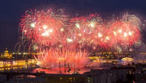 Салют 9 мая 2020 года с борта теплохода в Санкт-Петербурге