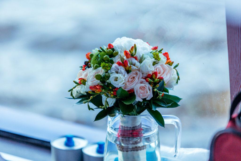 Украшение теплохода цветами и шарами