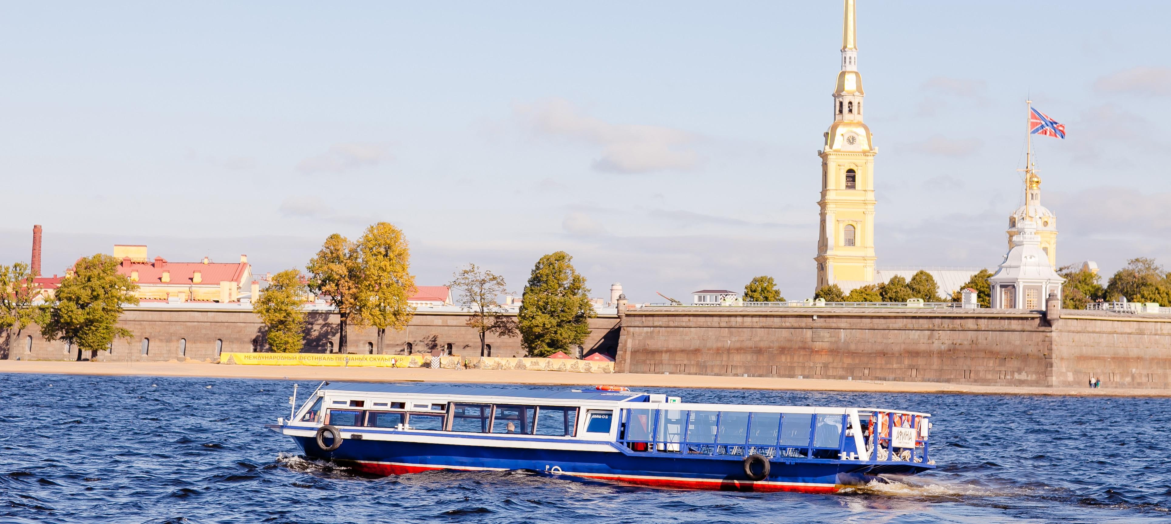 Аренда теплоходов в Санкт-Петербурге от судоходной компании «Теплоход СПб»