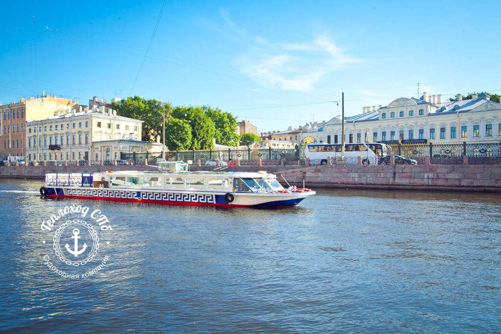 Прогулки на теплоходе в Санкт-Петербурге