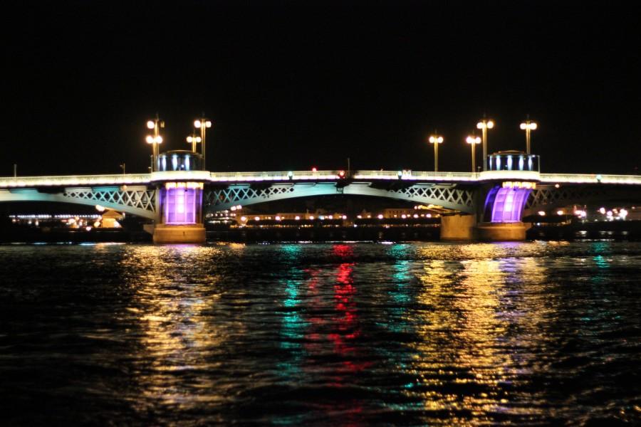 Ночная прогулка на теплоходе в Санкт-Петербурге